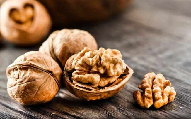 Nozes são importantes fontes de vitaminas e ajudam a melhorar o funcionamento do coração