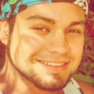 Felipe Macedo, de 21 anos, passou por uma experiência ruim com um recém-assumido, mas nem por isso descarta se relacionar com alguém assim de novo