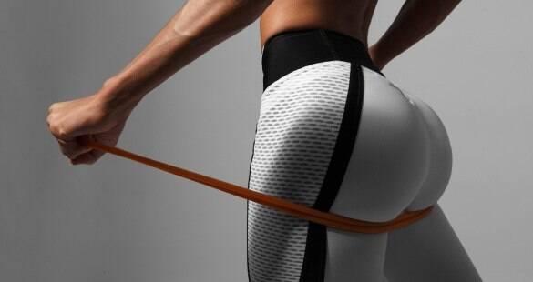 Veja quatro exercícios para fazer em casa e conquistar um bumbum durinho