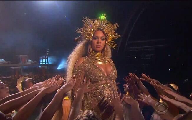 Beyoncé durante show no Grammy 2017. revista confirmou o nascimento dos gêmeos da cantora