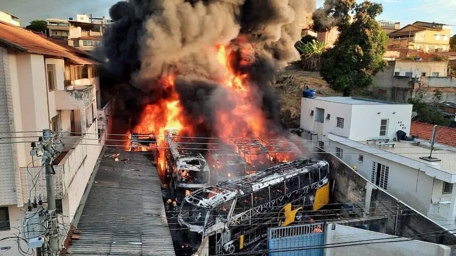 Incêndio em garagem de ônibus em Belo Horizonte, Minas Gerais