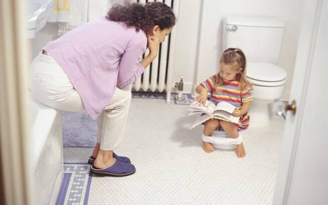 Uma das tarefas mais difíceis para os pais é perceber se já está na hora de tirar a fralda do filho