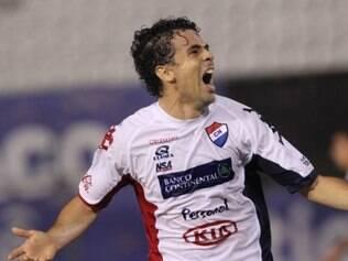 Atacante do Nacional, Julián Benítez foi oferecido ao Atlético