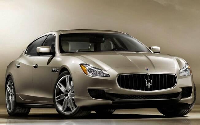 Volta no Maserati Quattroporte vem junto com drinque de US$ 176 oferecido em hotel de Nova York