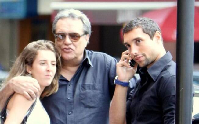 Dennis Carvalho e o carinho com os filhos Luíza e Leonardo Carvalho