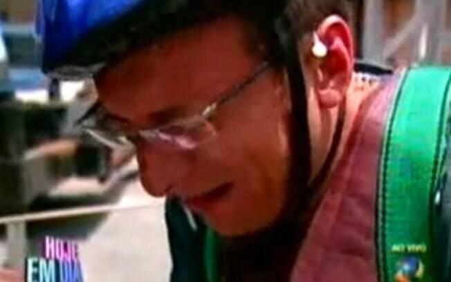 ... ele teve um ataque de choro, com medo de atravessar uma plataforma erguida no ar