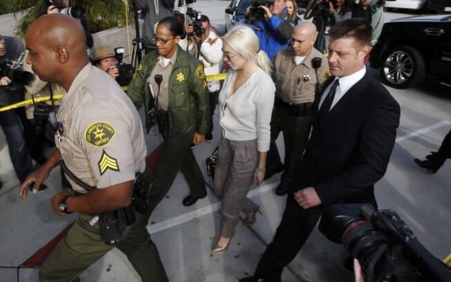 Lindsay Lohan chegou ao Tribunal escoltada por policiais