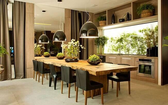 decoracao de sala longa:mesa é longa? Espalhe vários arranjos por ela. Foto: Divulgação