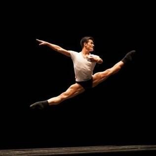 Yoshi Suzuki é um dos melhores bailarinos do Brasil