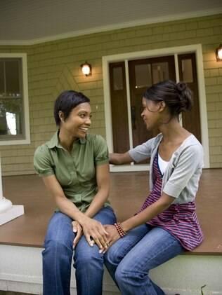 Conversar com amigos e familiares ajuda a aliviar a angústia que as mudanças trazem