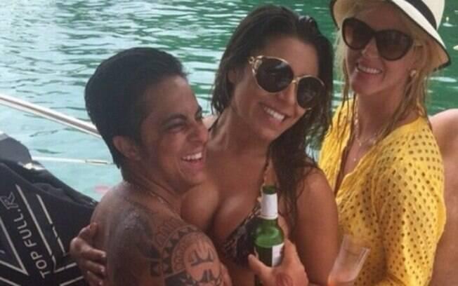 Thammy Miranda com a namorada e a amiga, Val Marchiori: 'quero ser um homem mais evoluído'