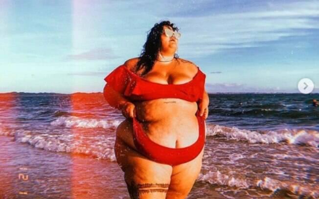 Bailarina da Anitta mostra o que é um corpo de verão e ajuda outras mulheres a se aceitarem sem preconceitos