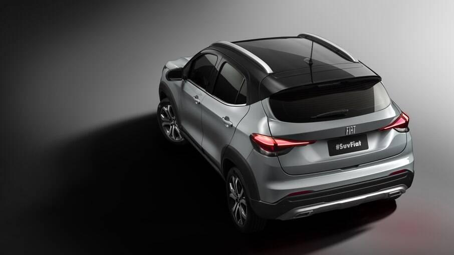 A traseira lembra a do hach compacto Argo, mas com toque mais sofisticado e detalhes para dar um aspecto de SUV