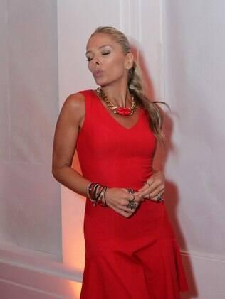 Adriane Galisteu na festa de Natal antecipada promovida por Andréa Guimarães