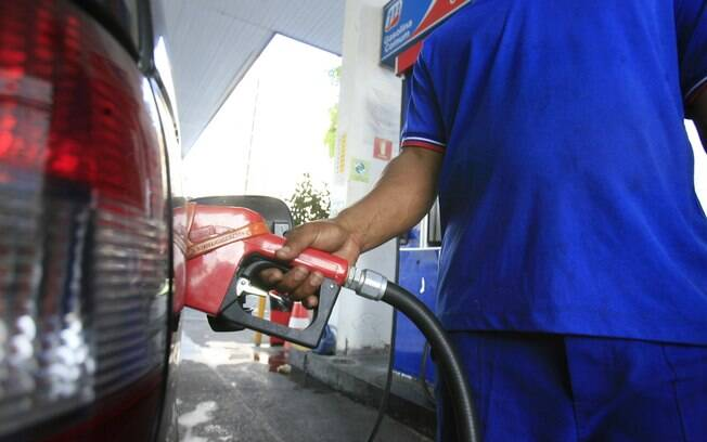 Gasolina vendida às distribuidoras tem preço médio de R$ 3,149