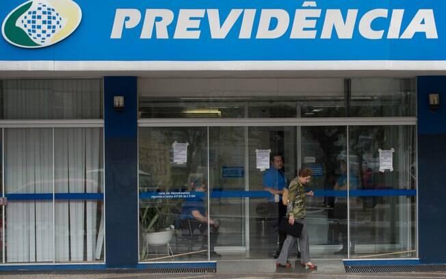 INSS contrata aposentados para reduzir fila