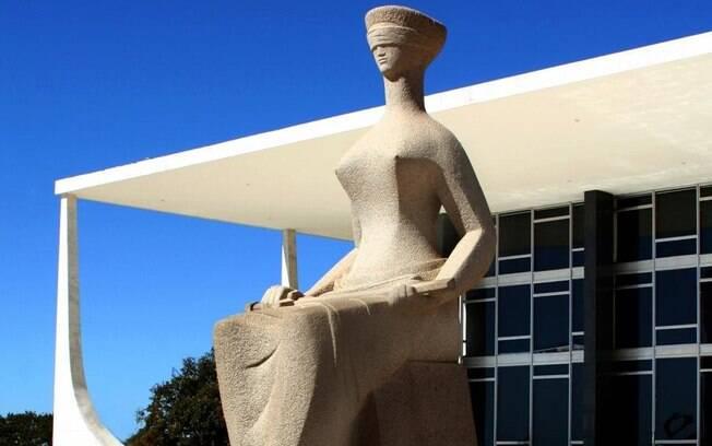 Salário dos ministros do STF é teto constitucional do funcionalismo público no Brasil, porém, o próprio Judiciário desrespeita essa regra