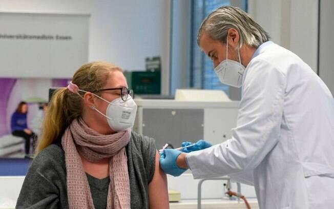 Vacinas contra covid: 4 problemas que explicam por que a União Europeia está atrasada na imunização