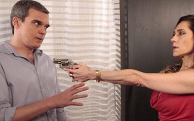Tereza Cristina aponta a arma para René