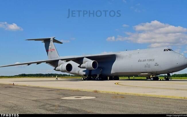 Brasil poderá receber C-5 Galaxy da USAF transportando cilindros de oxigênio
