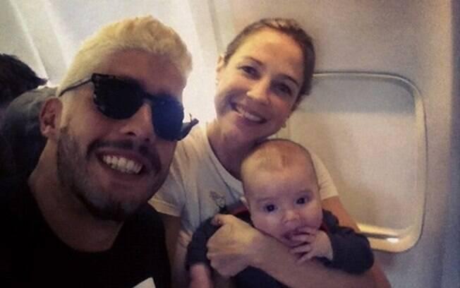 Luana Piovani mostra primeiro voo de Dom
