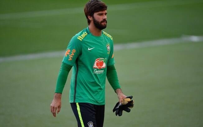 Alisson, goleiro da seleção brasileira, celebrou bom momento que vive na Roma
