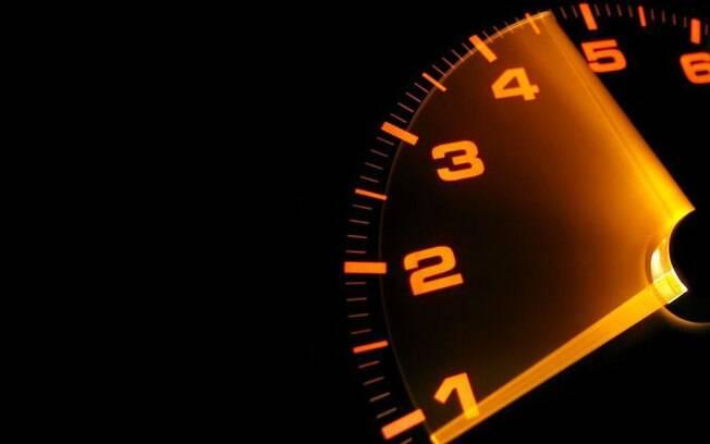 Para economizar combustível é preciso controlar as rotações do motor de acordo com o regime de torque máximo