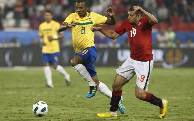 Dunga esboçou equipe com presença de Fernandinho no time titular