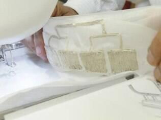 Detalhe dos transmissores instalados em roupas Imagem