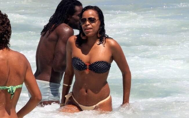 Roberta Rodrigues na praia do Leblon