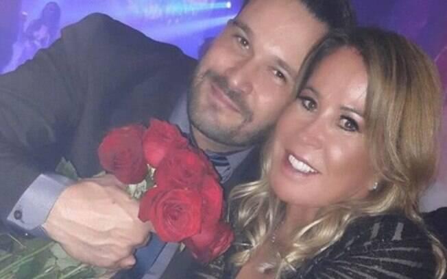Zilu Camargo está de namorado novo e faz questão de expor a felicidade dos dois em sua conta oficial do Instagram