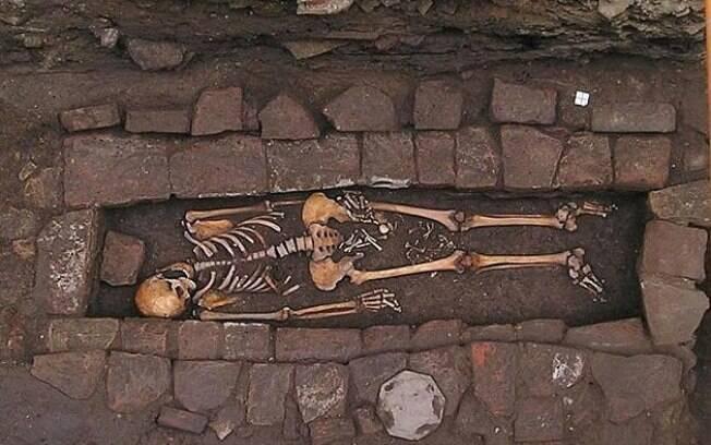 Esqueleto de grávida foi encontrado em parque arqueológico em 2010, com restos mortais de um feto entre as pernas