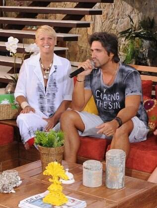 Xuxa ao lado de Léo, da dupla com Victor, no último 'TV Xuxa', em janeiro deste ano