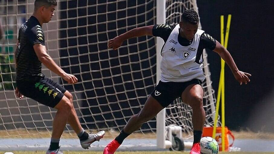 Eber Bessa está de saída do Botafogo
