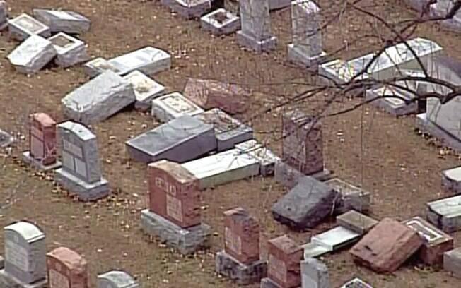 Depois que o histórico cemitério Chesed Shel Emeth foi vandalizado, muçulmanos decidiram agir em apoio aos judeus