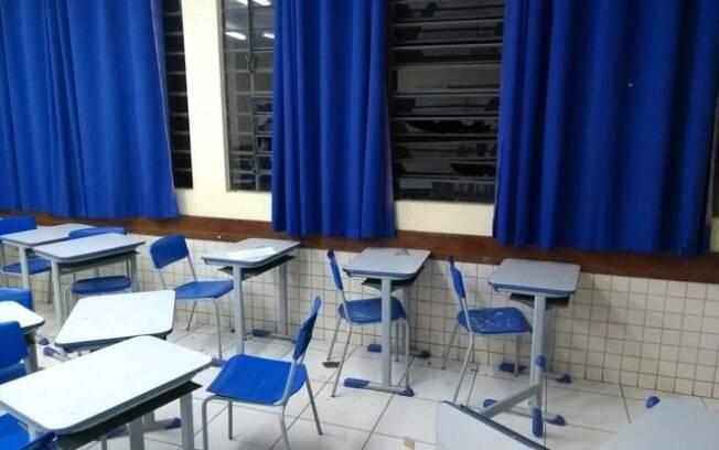 Texto propõe que alunos façam manutenção e restauração das escolas sempre que danificarem as instituições públicas