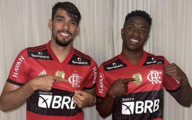 Lucas Paquetá e Vini Jr posam com camisas do Flamengo: 'Bateu saudades'