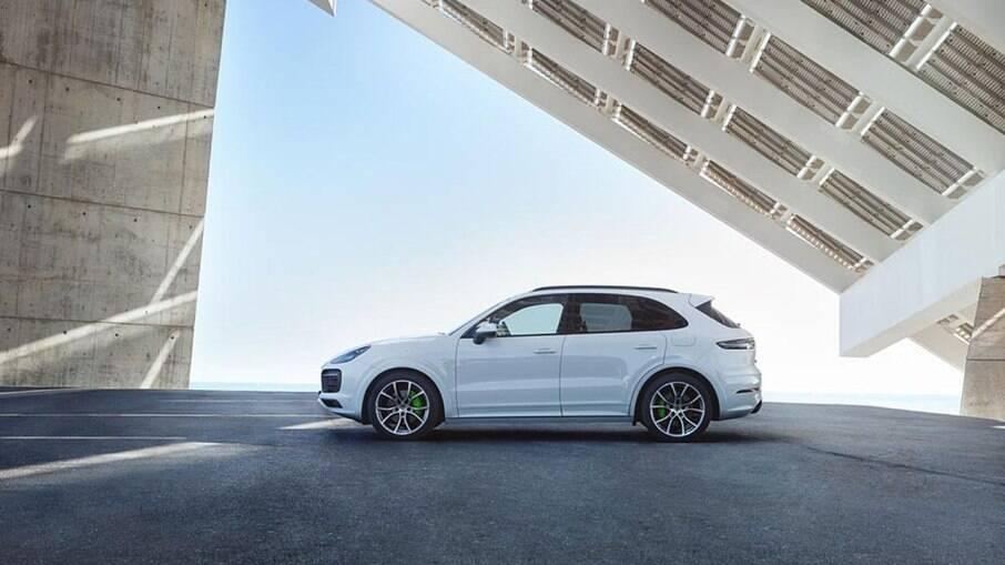 Porsche Cayenne e-Hybrid é um dos modelos eletrificados de maior sucesso do Brasil; modelo parte de R$ 435 mil