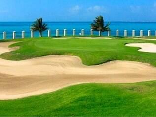 Campo de golfe com vista do mar em Pok-Ta-Pok