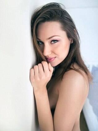 Russo de 16 anos venceu competição online para viver um mês com atriz pornô