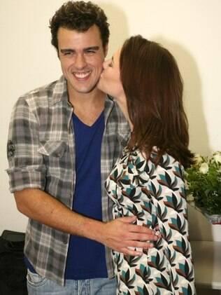 Paola Oliveira foi prestigiar a estreia do espetáculo do namorado, Joaquim Lopes