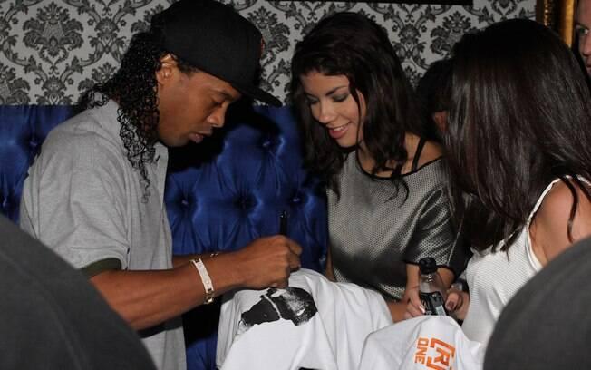 Ronaldinho Gaúcho também deu autógrafos