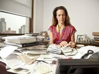 Elizabeth Beier, editora-executiva da St. Martin's Press, não abre mão de sua antiga Filofax e da papelada em seu escritório