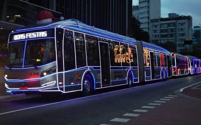 Ônibus iluminados em São Paulo
