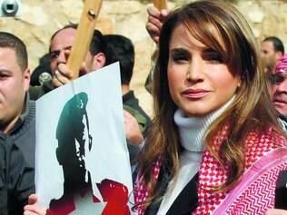 Solidariedade. Rainha Rania, da Jordânia, participa de manifestação contra o Estado Islâmico, que queimou um piloto do país vivo e exibiu o vídeo chocante ao mundo. A Jordânia declarou guerra ao grupo terrorista