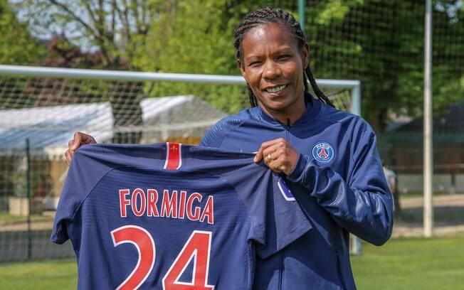 Aos 41 anos, Formiga renovou contrato com o PSG.