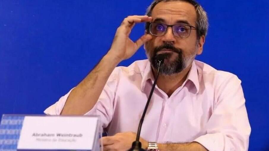 Eduardo Bolsonaro sinaliza que Abraham Weintraub disputará as eleições em 2022