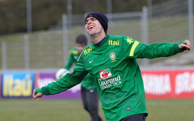 Kaká se descontraiu durante treino. Ele foi  reserva no primeiro coletivo