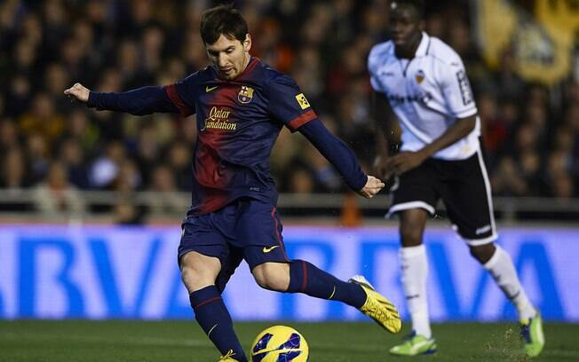 Messi bate pênalti e marca para o Barça