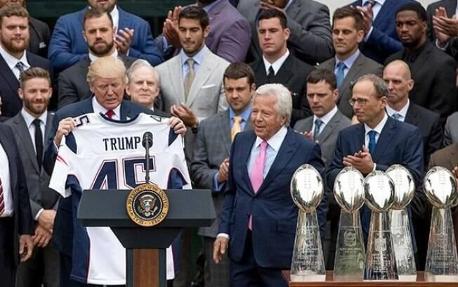 Donald Trump com a camisa do Patriots